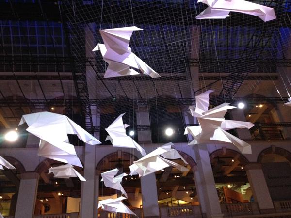 Giga origami in het Tropenmuseum